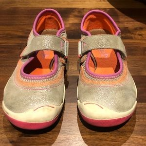 Plae girls Mary Jane comfortable shoes.